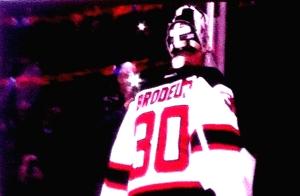 Du haut de ses 41 ans, Martin Brodeur nous a encore fait preuve qu'il est sans aucun doute un des meilleurs gardiens de but de tous les temps. Il a encore trouvé le moyen de gagner contre le Canadien en réalisant 29 arrêts dans la victoire de 4-1 des Devils au Centre Bell mardi soir. Crédit photo: Xavier Demers